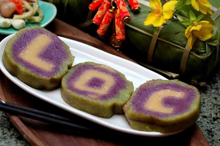 Bánh tét lá cẩm