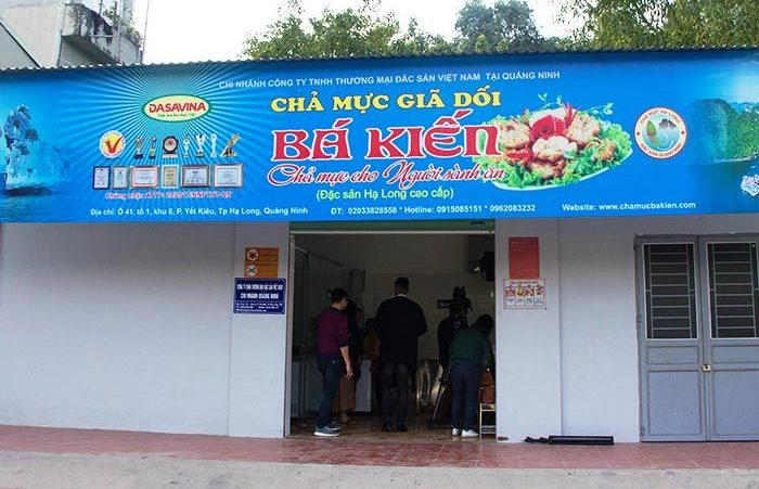 Cửa hàng Bá Kiến có cơ sở chế biến chả mực giã tay tại Hạ Long