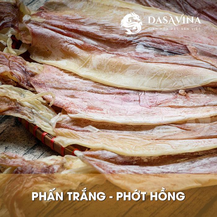 Mực chất lượng là mực có màu hồng tươi, phấn trắng phủ dày trên thân mực