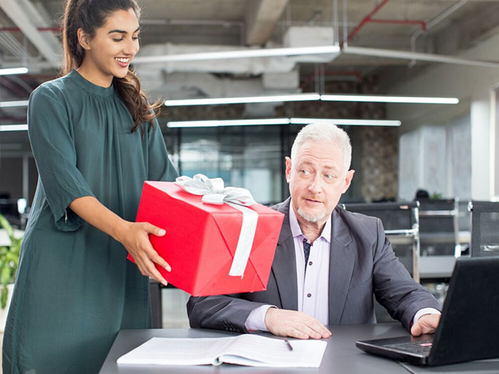 Bạn cũng nên lưu ý một số điều khi tặng quà biếu sếp