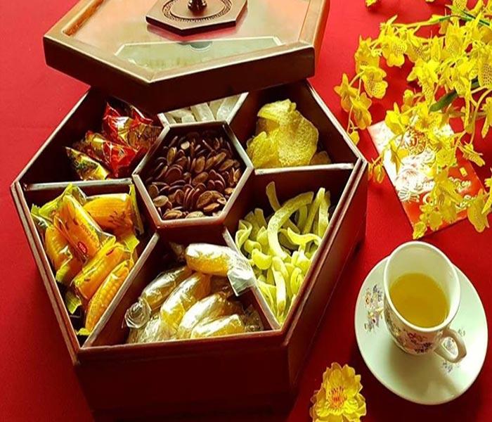 Chất liệu gỗ mang đến vẻ đẹp chắc chắn, sang trọng cho tổng thể bàn trà