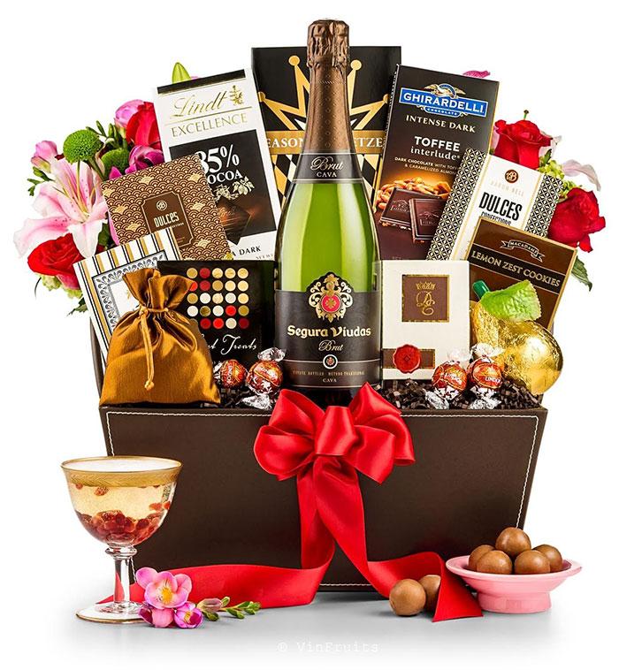 Tặng quà Tết là dịp doanh nghiệp tri ân tới đối tác và nhân viên